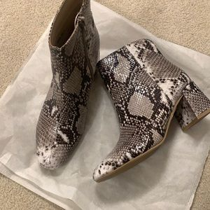 Snakeskin Chinese Laundry Booties (size 7)